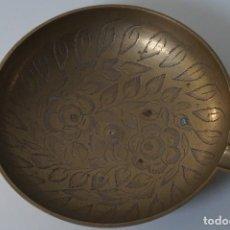 Antigüedades: CENICERO EN BRONCE, TALLADO - HECHO EN LA INDIA (SELLO SBC INDIA Y SP. IND) 12 CM Ø. Lote 82284304