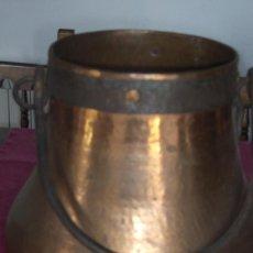 Antigüedades: OLLA O CALDERO ANTIGUO PARA COCINAR METAL LATON PRECIOSO . Lote 82291644
