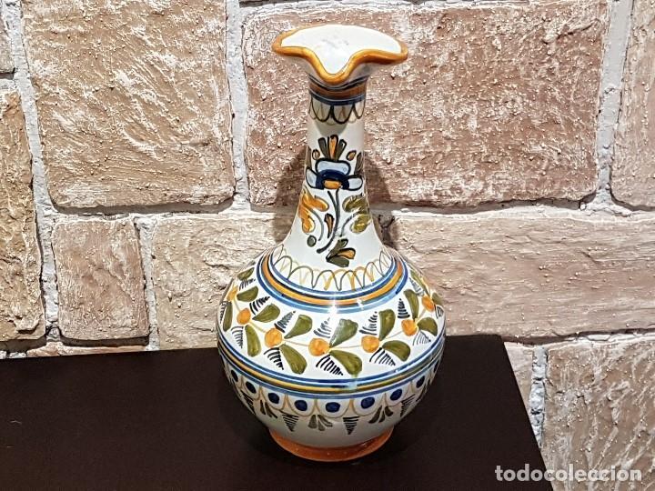 Antigüedades: ANTIGUA JARRA DE TALAVERA, 28 Cm. DE ALTURA, PINTADA A MANO, SIN FALTAS. - Foto 3 - 82329340
