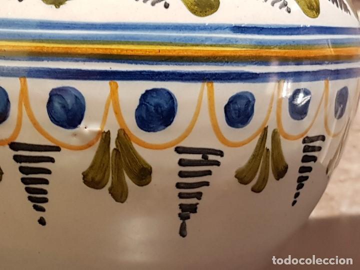 Antigüedades: ANTIGUA JARRA DE TALAVERA, 28 Cm. DE ALTURA, PINTADA A MANO, SIN FALTAS. - Foto 9 - 82329340
