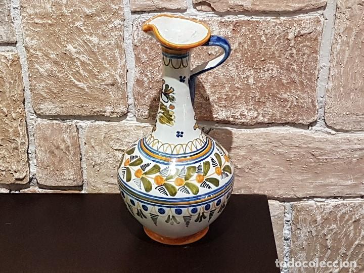 Antigüedades: ANTIGUA JARRA DE TALAVERA, 28 Cm. DE ALTURA, PINTADA A MANO, SIN FALTAS. - Foto 11 - 82329340