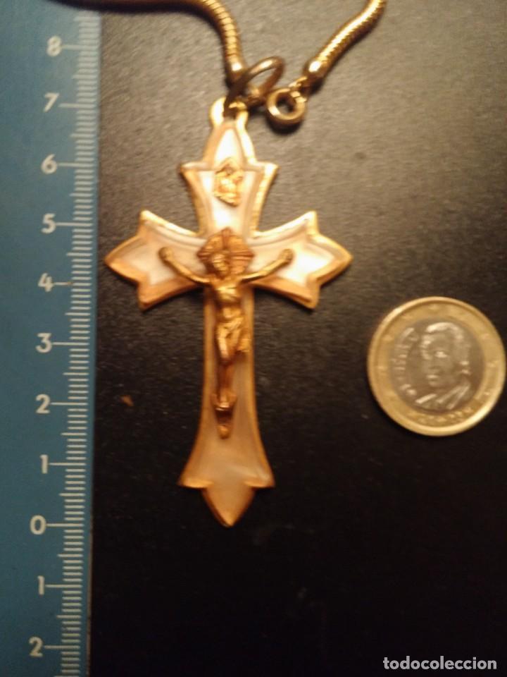 Antigüedades: Cruz 1ªcomunión años 50 en metal chapado oro y nacar con cadena dorada - Foto 3 - 82349424