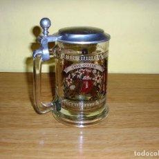 Antigüedades: JARRA DE CERVEZA DE CRISTAL DECORADO CON TAPA METALICA.. Lote 82515320