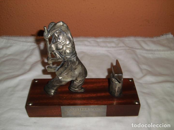 SIDERURGIA INDUSTRIAS DEL BESOS S.A..FIGURA SOBRE PEDESTAL ESTAÑO CREO (Antigüedades - Hogar y Decoración - Figuras Antiguas)