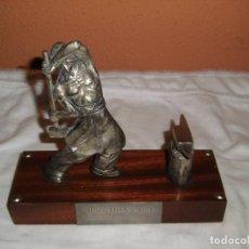 Antigüedades: SIDERURGIA INDUSTRIAS DEL BESOS S.A..FIGURA SOBRE PEDESTAL ESTAÑO CREO. Lote 82525856