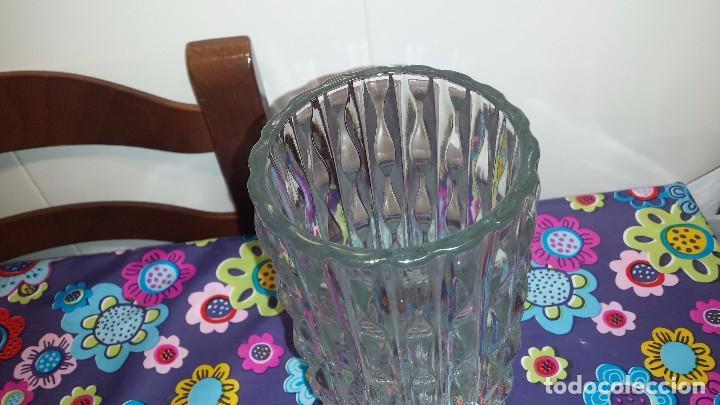 Antigüedades: antiguo florero de cristal - Foto 2 - 82529204