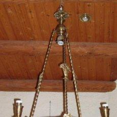Antigüedades: ANTIGUA LAMPARA DE BRONCE MUY TRABAJADA, . UNA PIEZA ESPECIAL. 1 METRO DE ALTURA.. Lote 82531404