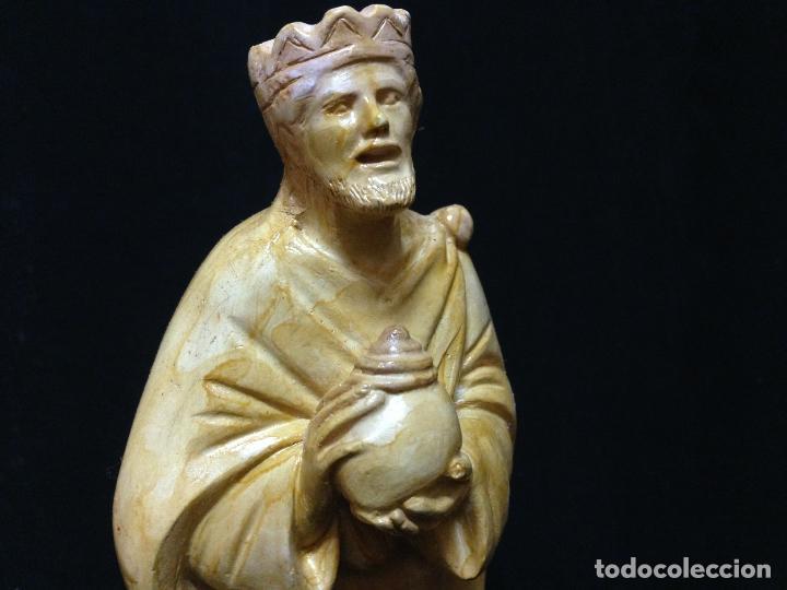 Antigüedades: LOS TRES REYES MAGOS DE ORIENTE , PRECIOSAS FIGURAS EN YESO , Ó ESTUCO POLICROMADO - Foto 5 - 82705632