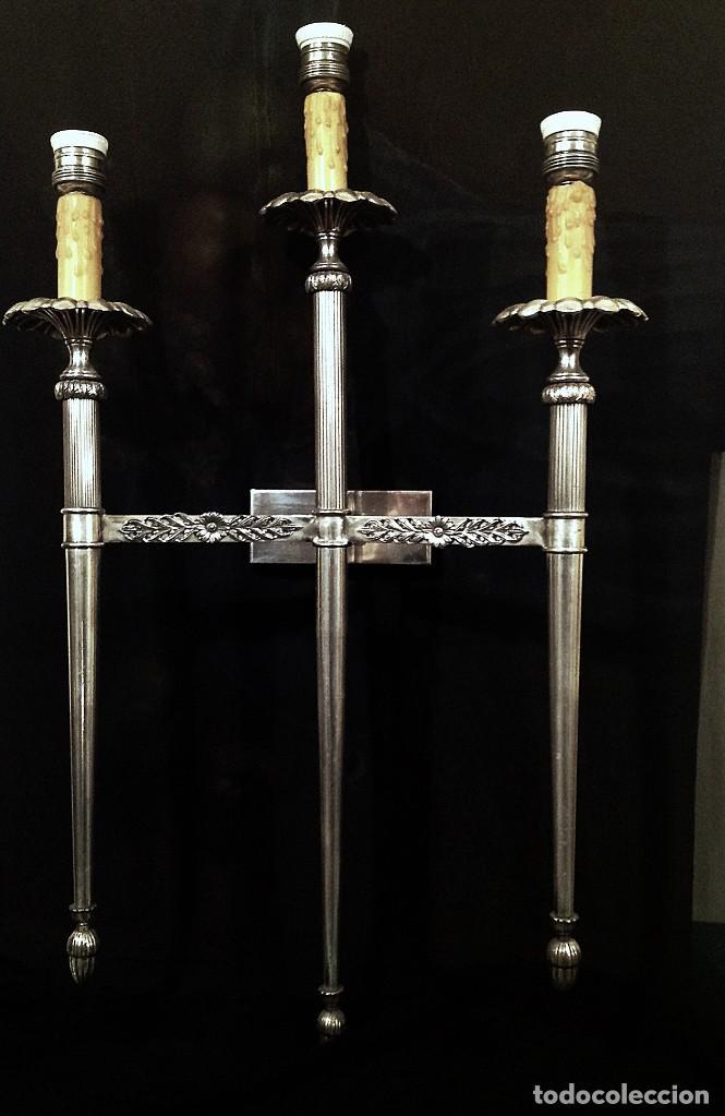 MAGNÍFICOS PAR DE APLIQUES DE PARED PLATEADOS MEDIDAS 77X45CM (Antigüedades - Iluminación - Apliques Antiguos)