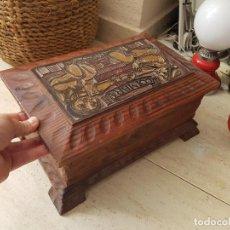 Antigüedades: ANTIGUA COFRE BAUL CAJA DE MADERA TALLADA MOTIVOS COIMBRA DECORACION RUSTICA. Lote 82784828