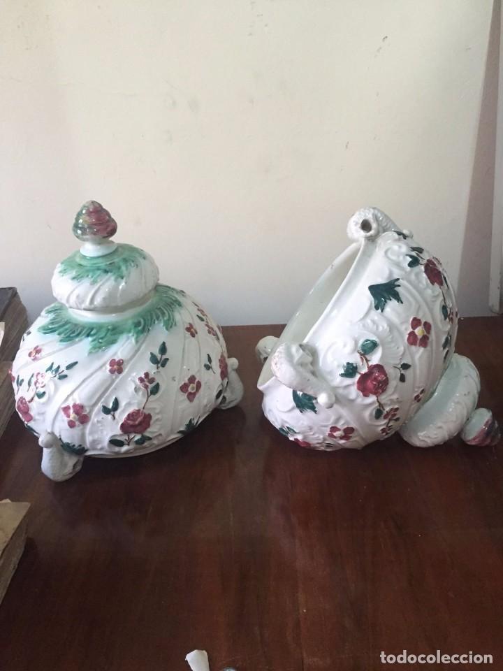 Antigüedades: Pareja de jardineras de colgar de ceramica de pp. s. XX. - Foto 2 - 82795084