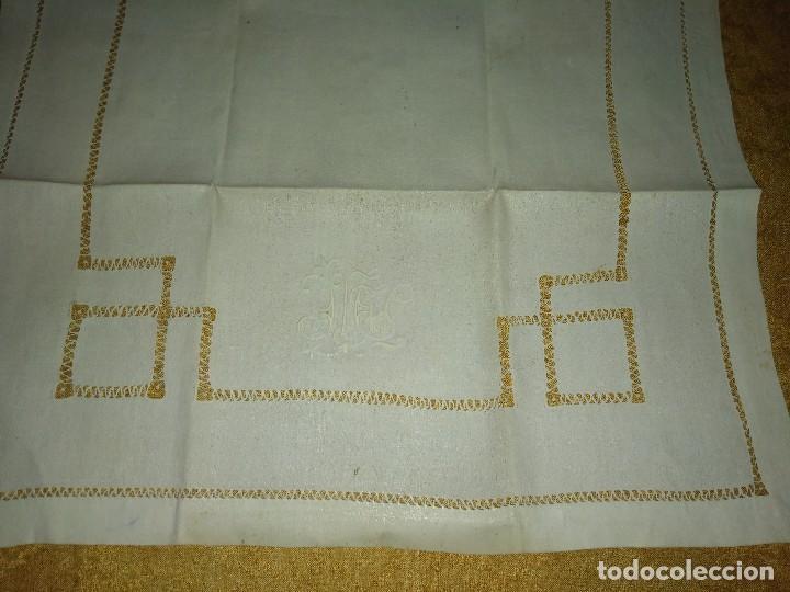 Antigüedades: Juego de tapete y servilleta de lino de algodón bordados - Foto 2 - 82796864
