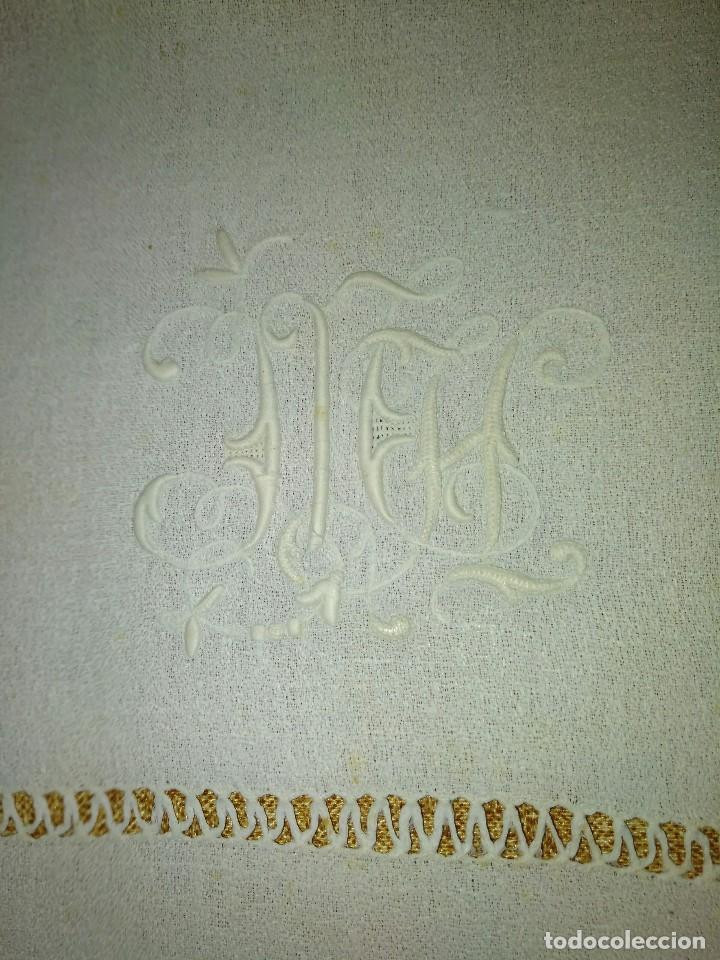 Antigüedades: Juego de tapete y servilleta de lino de algodón bordados - Foto 3 - 82796864