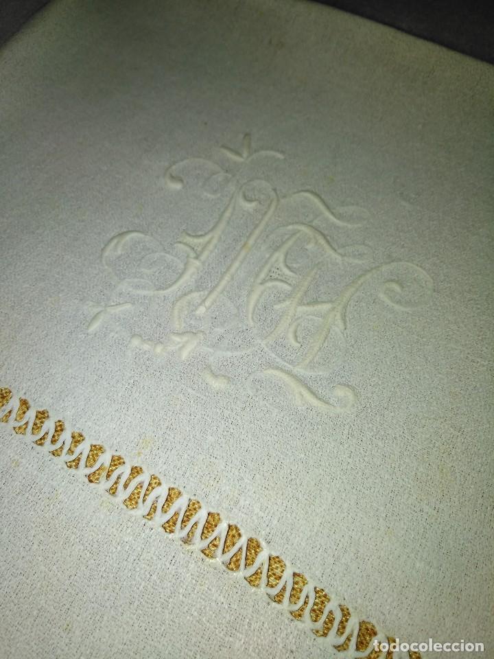 Antigüedades: Juego de tapete y servilleta de lino de algodón bordados - Foto 4 - 82796864