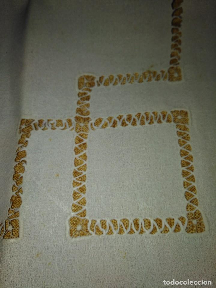 Antigüedades: Juego de tapete y servilleta de lino de algodón bordados - Foto 5 - 82796864