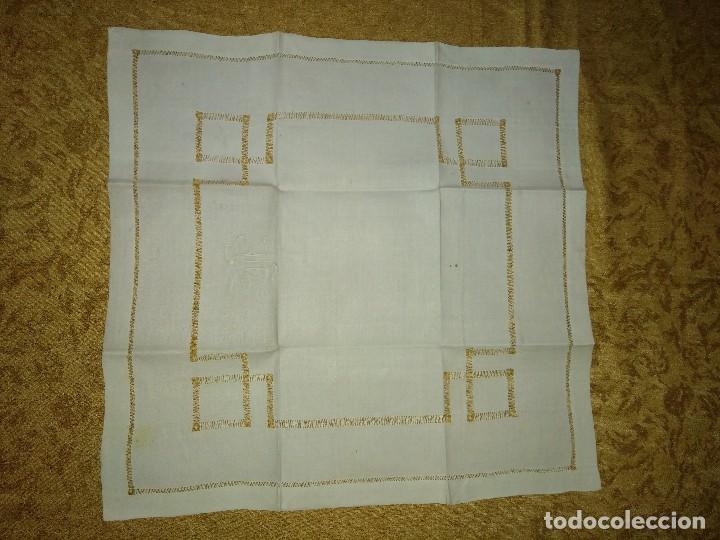 Antigüedades: Juego de tapete y servilleta de lino de algodón bordados - Foto 6 - 82796864