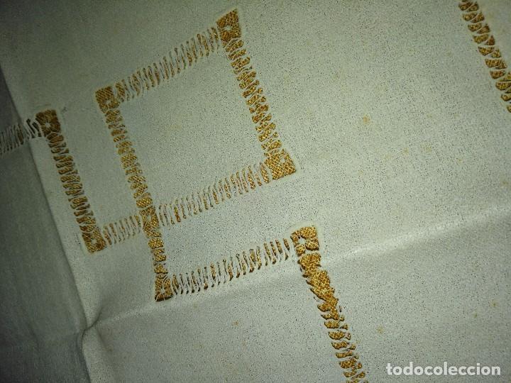 Antigüedades: Juego de tapete y servilleta de lino de algodón bordados - Foto 7 - 82796864