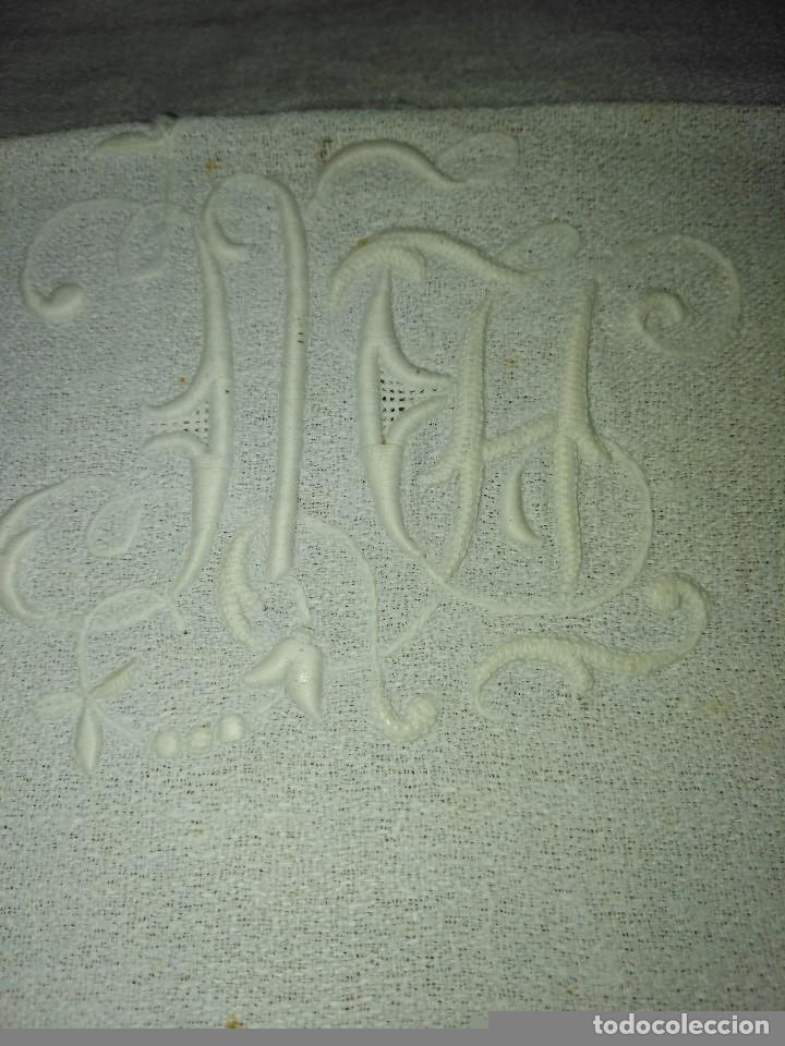 Antigüedades: Juego de tapete y servilleta de lino de algodón bordados - Foto 8 - 82796864
