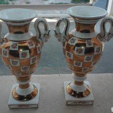 Antigüedades: PAREJA DE JARRONES VIEJO PARÍS - ESTILO IMPERIO. Lote 82844679