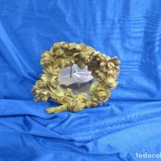 Antigüedades: ESPEJO PEQUEÑO CON RESTOS DE RETABLO. Lote 82846184