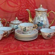 Antigüedades: BONITO JUEGO DE CAFE EN PORCELANA JAPONESA DECORACIÓN EN ORO. Lote 82863196