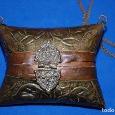 Antigüedades: BOLSO DE COBRE REPUJADO MARROQUI. Lote 82906292