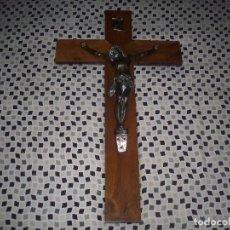 Antigüedades: JESUS CHRISTO DE BRONZE SOBRE CRUZ DE MADERA. CRUZ DE 70 X 40. JESUS 36 X 25.. Lote 82938840