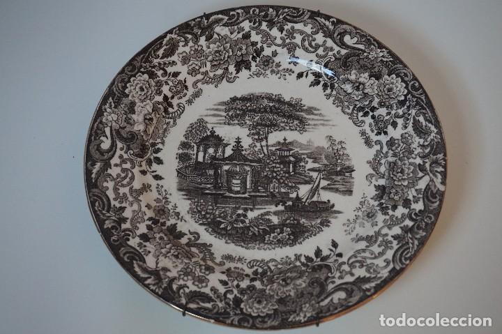 PLATO DECORATIVO CARTUJA DE SEVILLA PICKMAN 202 ( 26CM Ø ) (Antigüedades - Porcelanas y Cerámicas - La Cartuja Pickman)