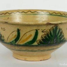 Antigüedades: CUENCO EN CERÁMICA PUENTE DE ARZOBISPO DECORACIÓN VEGETAL SIGLOS XIX-XX. Lote 82956888