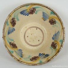 Antigüedades: FUENTE EN CERÁMICA PUENTE DE ARZOBISPO COLORES SIGLO XIX. Lote 82956896