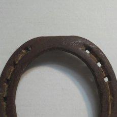 Antigüedades: HERRADURA ANTIGUA AÑOS 40 MARCADA. Lote 82992376