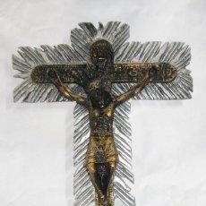 Oggetti Antichi: IMPOSIBLE CRUCIFIJO CRUZ METAL DORADO Y PLATA CRISTO SEÑOR DE LOS MILAGROS COLOMBIA BUGA VALLE AUCA . Lote 83047340