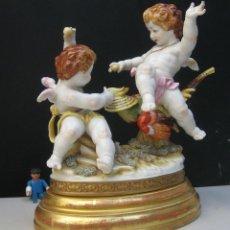 Antigüedades: MUY RARA FIGURA ANTIGUA ORIGINAL ANGELES ALGORA JUGANDO CON PAJARO. Lote 151836562
