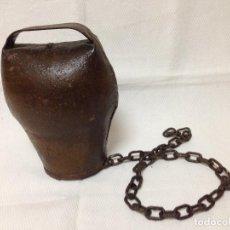 Antigüedades: BONITO Y ANTIGÜO CENCERRO EN METAL. Lote 83086904