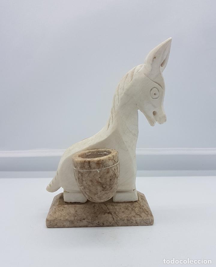 Antigüedades: Escultura antigua tallada en marmol a mano con forma de burra con cestas. - Foto 5 - 83099904