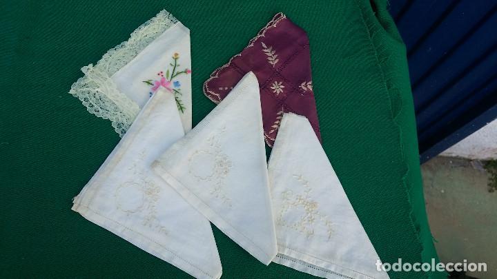 5 PAÑUELOS BORDADOS (Antigüedades - Moda - Pañuelos Antiguos)