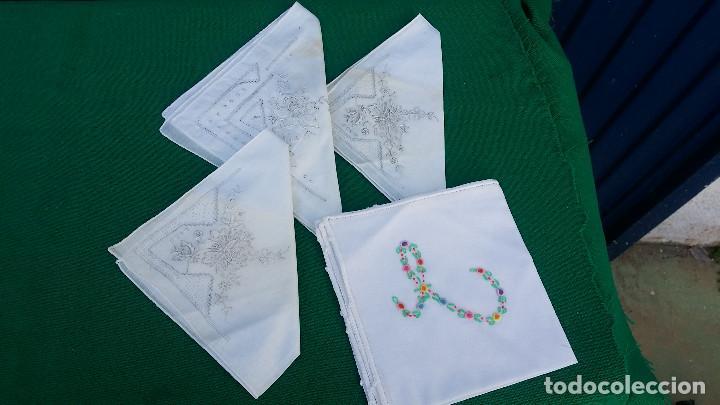 4 PAÑUELOS BORDADOS (Antigüedades - Moda - Pañuelos Antiguos)