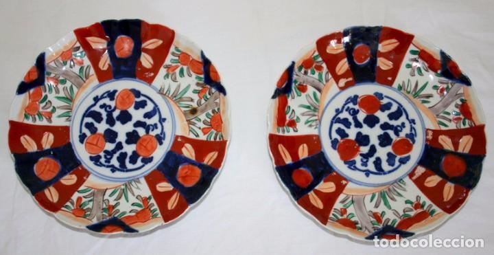 PAREJA DE PLATOS DE PORCELANA JAPONESA IMARI (Antigüedades - Hogar y Decoración - Platos Antiguos)