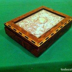 Antigüedades: CAJA MADERA LACADA CON PLACA REPUJADA EN PLATA EN 925 PUNZONADA. Lote 83304088