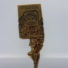 Antigüedades: ESCULTURA DEL FAMOSO ORFEBRE CATALAN JOAN BLAZQUEZ, EN METAL CON RELIEVES, ACABADO EN BRONCE,FIRMADO. Lote 83314520