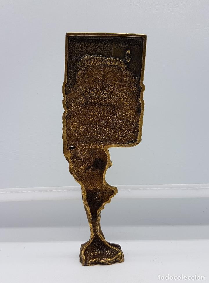 Antigüedades: Escultura del famoso orfebre Catalan Joan Blazquez, en metal con relieves, acabado en bronce,firmado - Foto 3 - 83314520