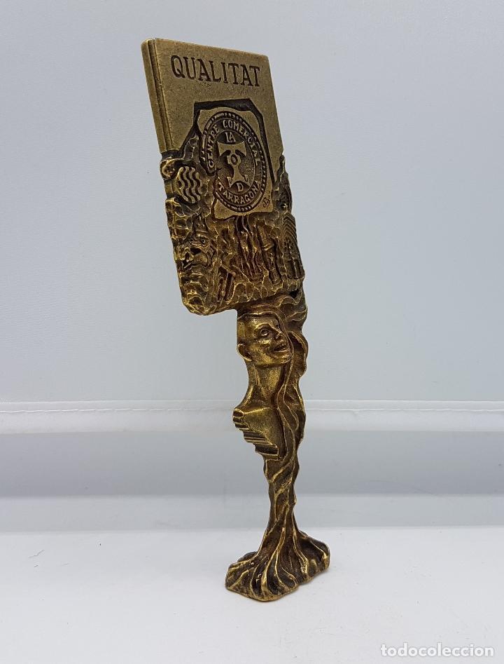 Antigüedades: Escultura del famoso orfebre Catalan Joan Blazquez, en metal con relieves, acabado en bronce,firmado - Foto 4 - 83314520