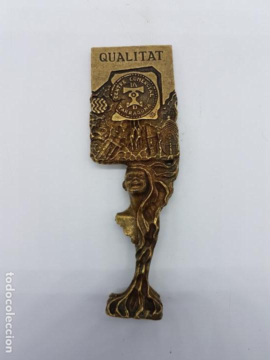 Antigüedades: Escultura del famoso orfebre Catalan Joan Blazquez, en metal con relieves, acabado en bronce,firmado - Foto 5 - 83314520