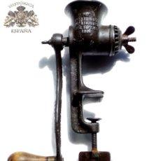 Antigüedades: ANTIGUA PICA CARNE AMERICANA 27 CM DE ALTA . Lote 83333108