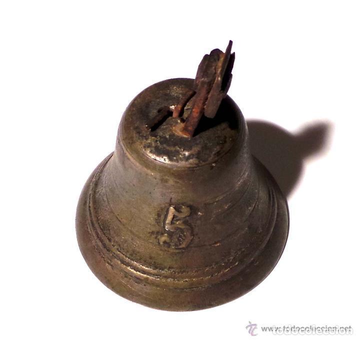 Antigüedades: ANTIGUA CAMPANA EN BRONCE DEL SIGLO XVIII - NUMERO 5 POSIBLEMENTE MILITAR 9,5 DE ALTO X 7,5 DIAMETRO - Foto 3 - 83333248