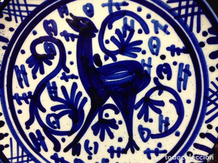 Antigüedades: BONITO Y DECORATIVO PLATO ESMALTADO Y PINTADO A MANO - Foto 2 - 83359120