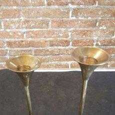Antigüedades - 2 candelabros / portavelas de bronce - 83364616