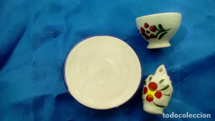 Antigüedades: conjunto de ceramica artesanal manises pintado a mano taza plato y botijo - Foto 2 - 83374488