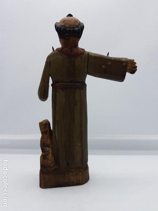 Antigüedades: Antigua talla de fraile en madera policromada a mano de estilo renacentista. - Foto 3 - 83424876