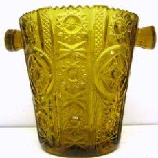 Antigüedades: CUBITERA CRISTAL PRENSADO CARTAGENA COLOR CARAMELO. Lote 83430692